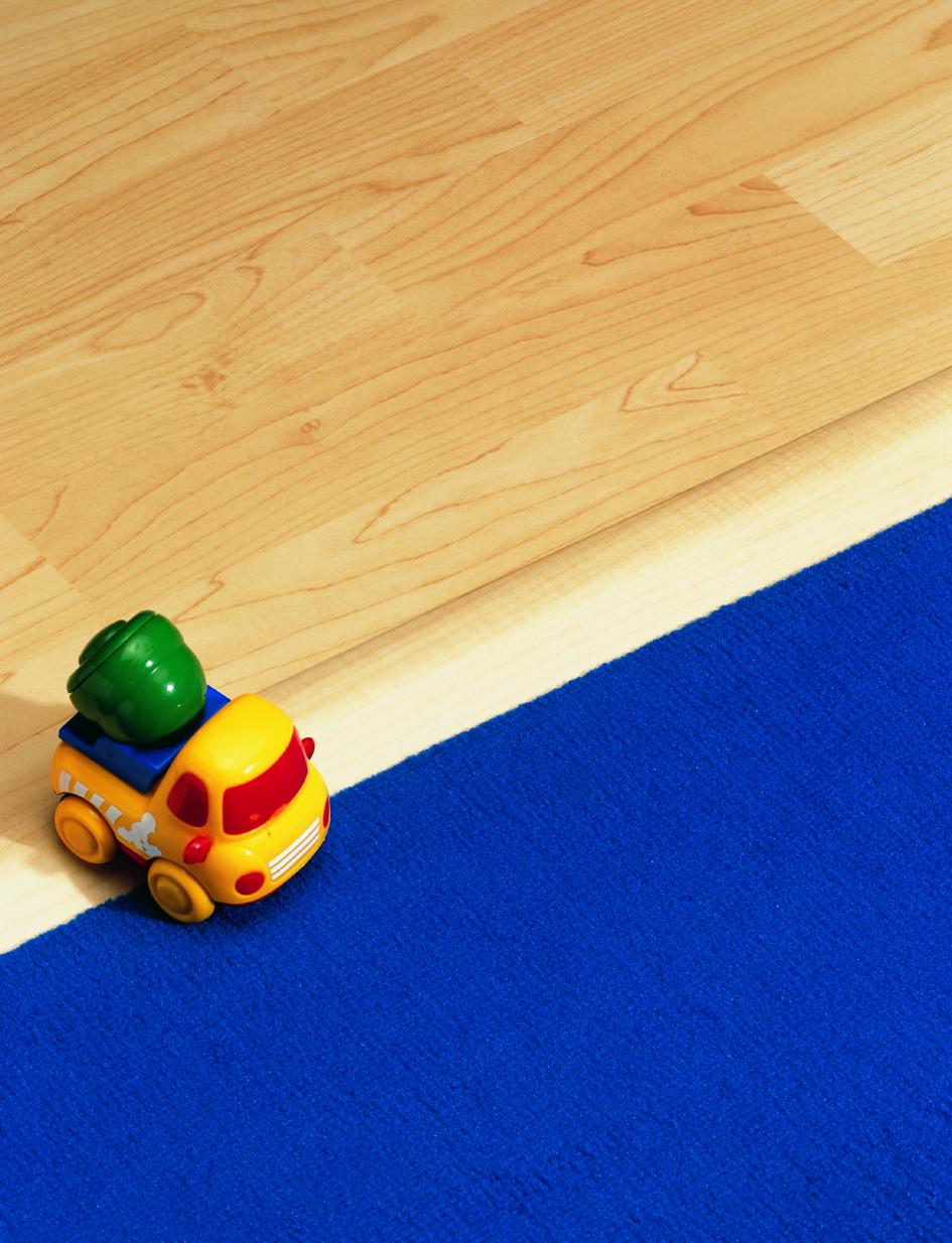 Laminat und blauer Teppich